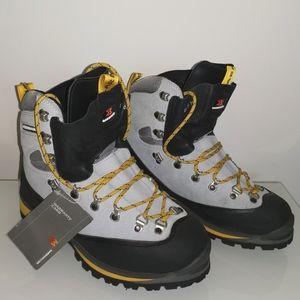 Nwt garmont GTX alpine mountaineering Boots